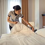Camarera de pisos | Funciones, sueldo y labores que puede realizar